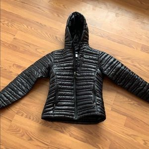Like new goose down Patagonia jacket with hood